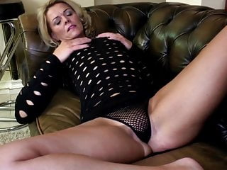 Mature mom with unrestricted body and hungry holes