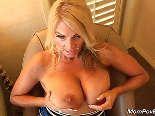 Big tits MILF fucks behind be transferred to scenes