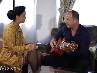 MOMxxx Guitar tutor gives housewife Jennifer Mendez hot fuck