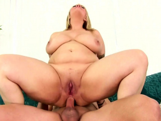 Plumper Sinful Samia Takes Pile it on the Ass
