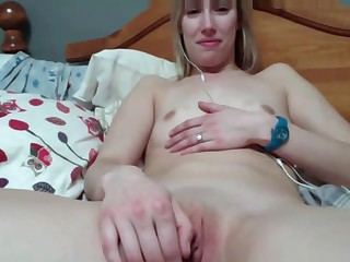 winebibber blonde playing on cam