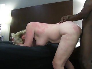 Classy Blonde Become man playing in the matter of Atlanta Hotel ever