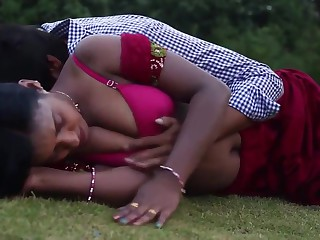 Indian Housewife Illegal Affaire de coeur With Neighbor Boy