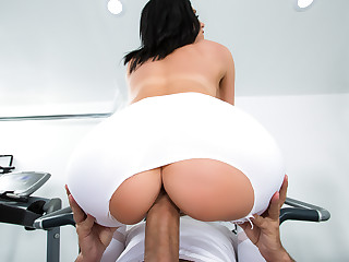 Jaclyn Taylor & Keiran Lee in His Wife Squats Greater than My Dick - Brazzers
