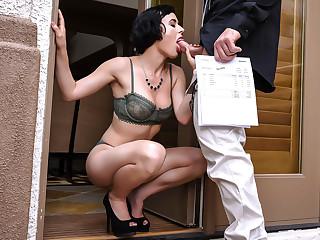 Dick For Her Debt - BrazzersNetwork