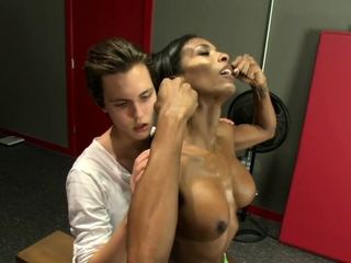 Broad in the beam cock ebony shemale fucks transitory guy