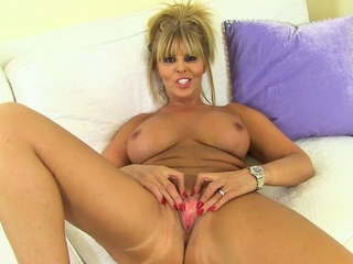 Busty mature Gabby Fox is available to play in nylon tights