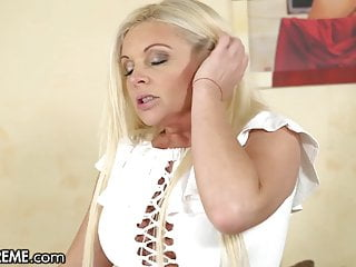 Hot Young GILF Entertains The Boy Next Ingress With Her Pussy