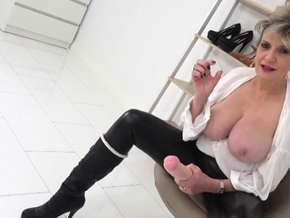 Sprog Sonia cant stop laughing at your tiny cock