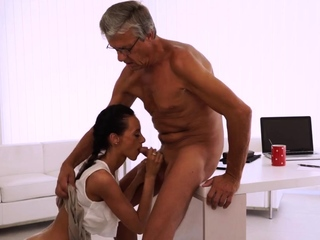 Dad seduces young girl Finally she's got her chief