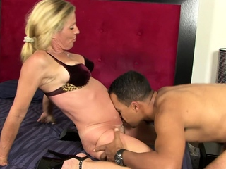 Busty blonde spliced gets adjacent to at her cheating pinch pennies