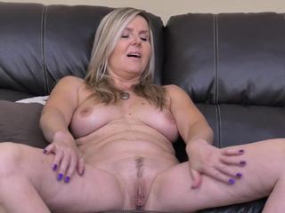 Blonde mature Velvet rubs her inviting pussy