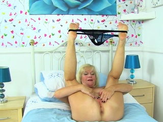 Gilf secretary Elaine decides to masturbate on the desk