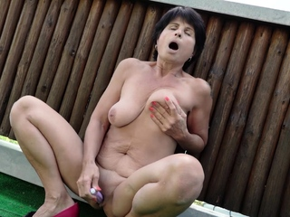 Dwelling-place alone with nobody to play with, horny MILF Petra went