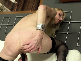 Mature, blonde babe Petras was feeling especially sexy in