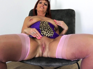 Smoldering hot MILF Beau Diamonds shows she is a real