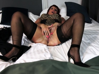 Darling Diamonds is dramatize expunge fairly mature hottie who loves to put