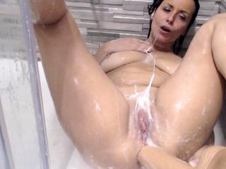 Amateur Mature Shower Fun