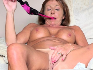 EuropeMaturE British Grown up Redhead Solo Toying