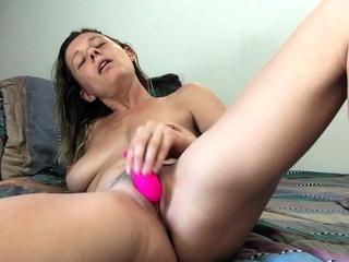 amateur amandapetty masturbating on comply with webcam