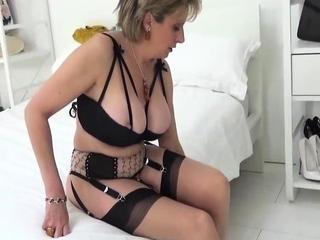 Love Chat Fat Boobs Brunette Masturbating For Cam